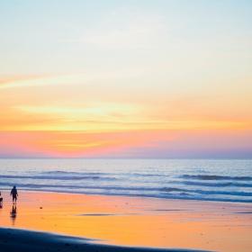 sunset-beach-1082204_1920